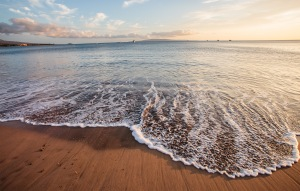 Gentle_waves_in_the_sunset_(8599856993)
